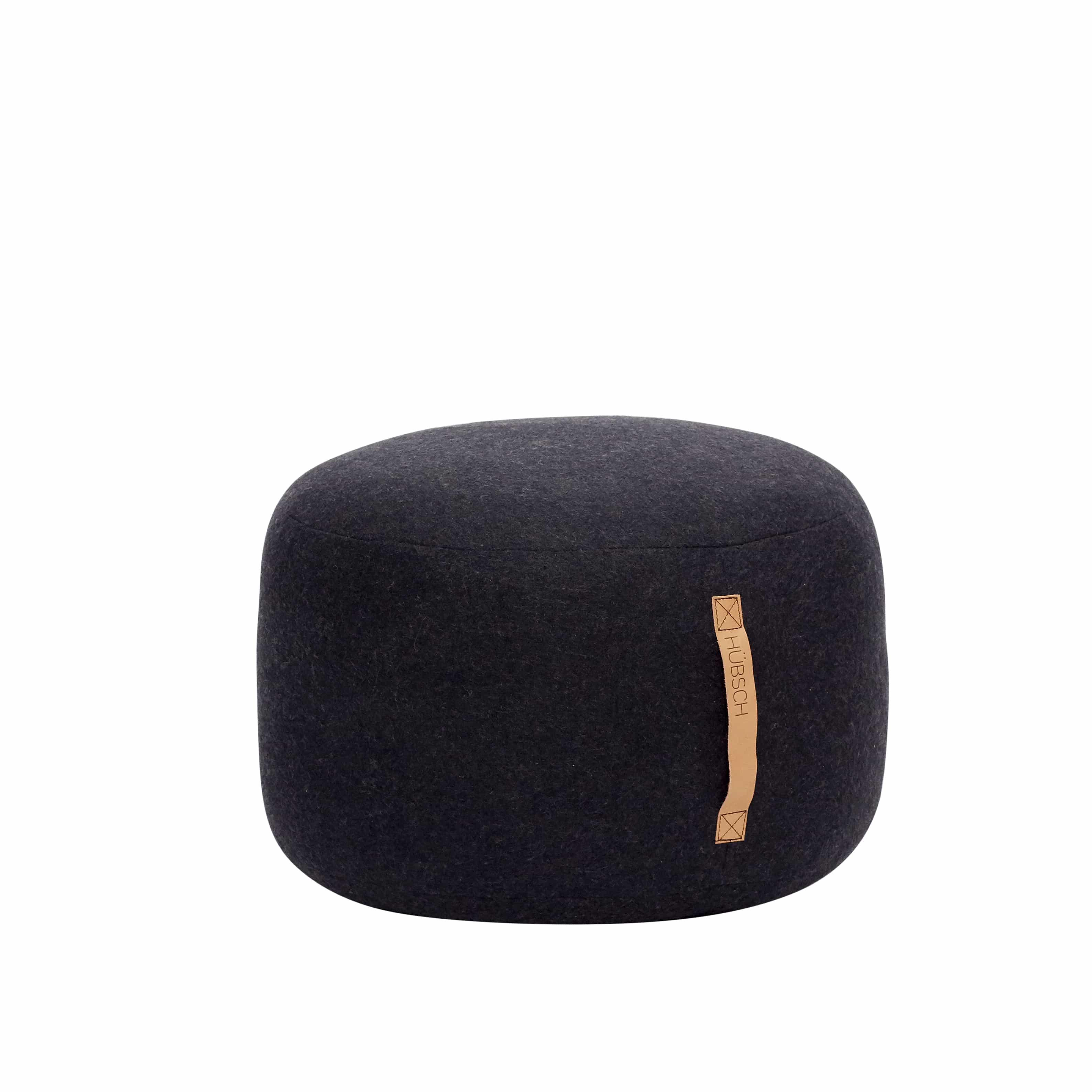 Černý vlněný puf