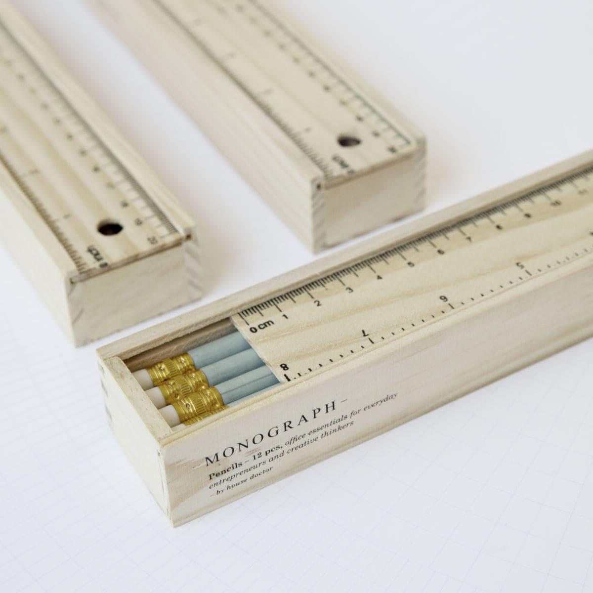 Sada 12 ks tužek v dřevěné krabičce