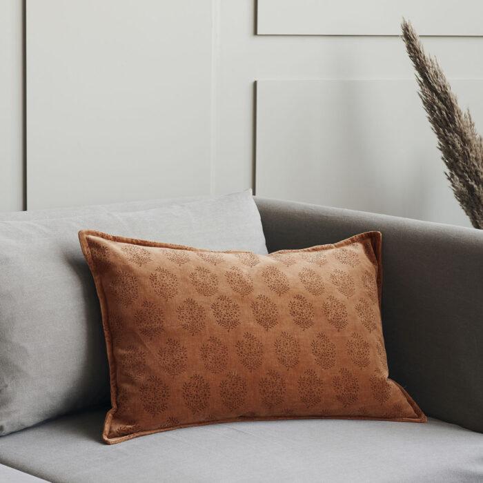 Sametový polštář Coral 60 x 40